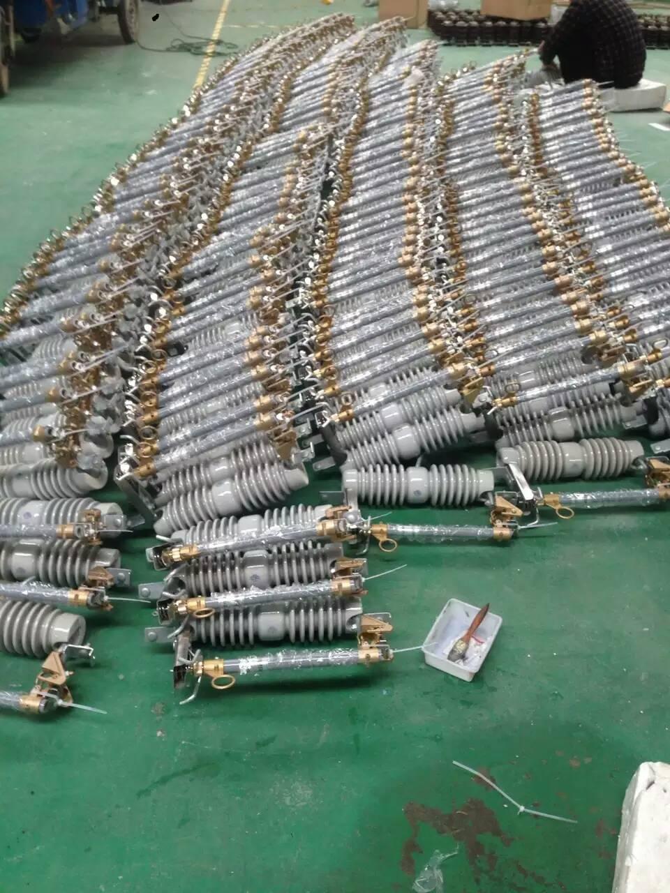 跌落式熔断器HRW10-12KV-200A-产品作用