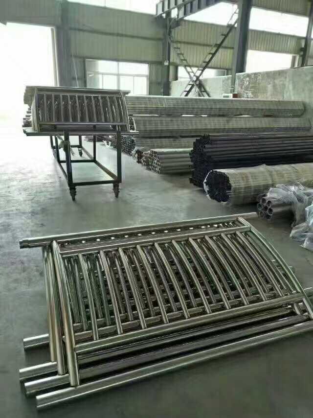 新疆304不锈钢复合管桥梁护栏样品定做