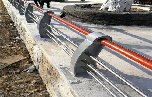 四平钢板护栏立柱批发更便宜