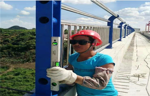 蚌埠市防撞護欄靜電噴塑廠規格多樣/結實耐用
