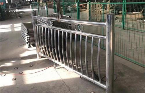 西宁不锈钢道路交通栏杆款式新颖