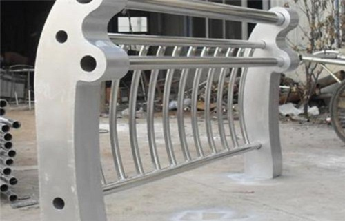 十堰不锈钢复合管护栏立柱优级质量