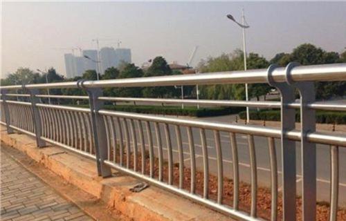 银川不锈钢、碳素钢复合管护栏声名远扬