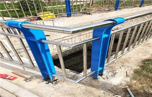 海东不锈钢复合管道路防撞护栏定做上等