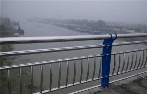 伊犁不锈钢复合管道路防撞护栏定做上等