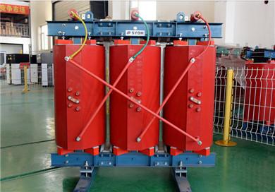 变压器低压侧的一角c与轨道,接地网连接,变压器另两个角a和b分别接到