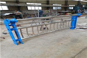 恩施不锈钢复合管桥梁护栏厂家测量工地