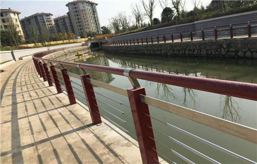 安康桥梁不锈钢复合管护栏环境协调