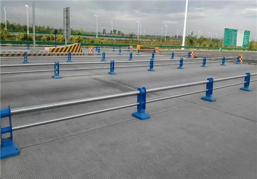 常德不锈钢复合管道路栏杆品牌厂家