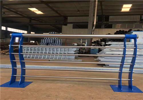 临夏不锈钢碳素钢复合管护栏规格介绍