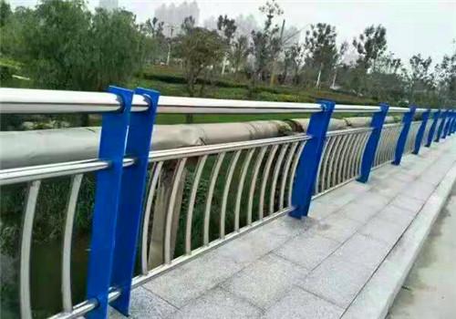 黔西南不锈钢桥梁防撞护栏造型美观