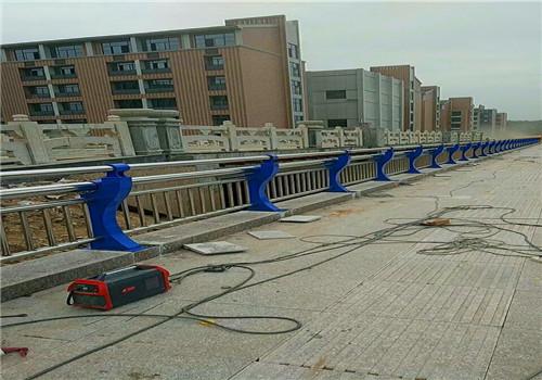 马鞍山桥梁护栏防撞钢板立柱生产