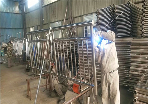 新余镀锌喷塑立柱质量保障
