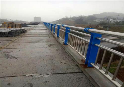 白银不锈钢复合管道路护栏哪里价格低