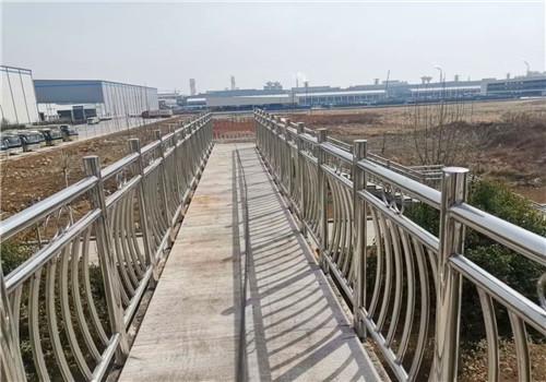 张家界桥梁跨公路安全防护栏杆
