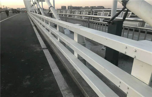 张家界公路桥梁不锈钢复合管护栏外形美观