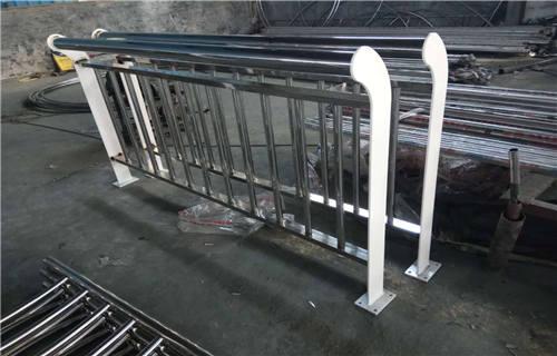 宁德桥梁护栏厂    专业生产天桥栏杆--生产厂家