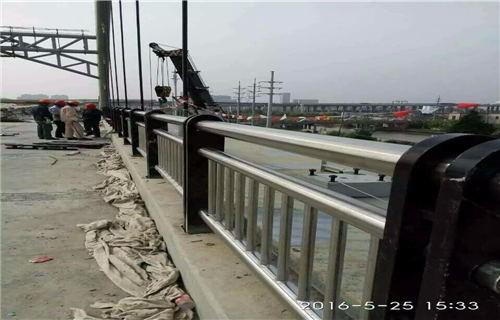 宁德桥梁护栏厂    专业生产钢板立柱--推荐