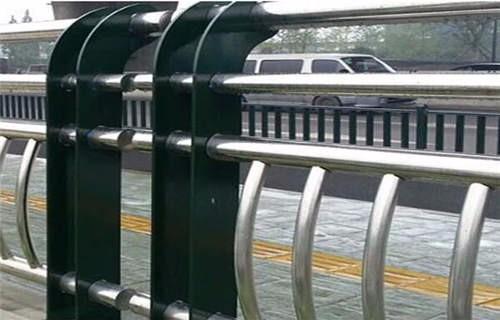 襄樊天桥护栏焊接安装  襄樊不锈钢护栏厂
