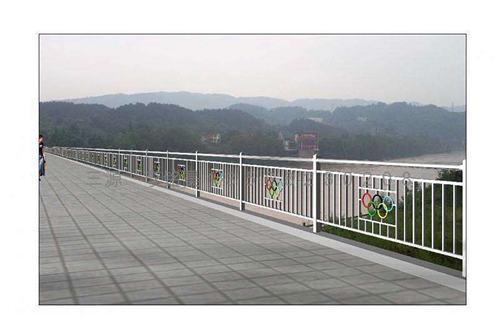 锡林郭勒不锈钢碳素复合护栏质保五年