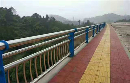延边复合不锈钢管护栏生产基地