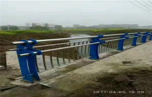 阿里不锈钢碳素钢复合管护栏生产厂家