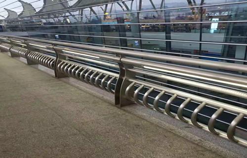 安康不锈钢碳素钢复合管栏杆主要分类