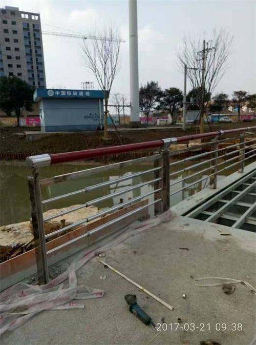 湖南桥梁不锈钢复合管材料今日价格表