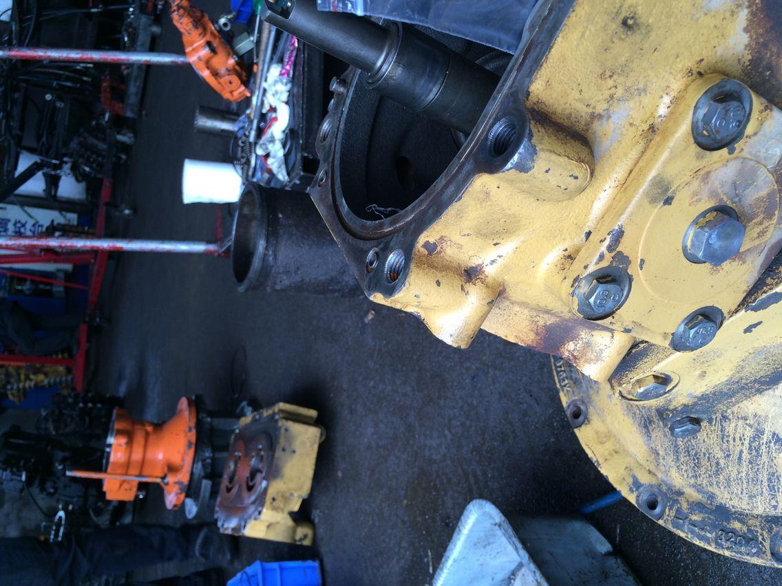 襄汾日立挖掘机液压油泵维修