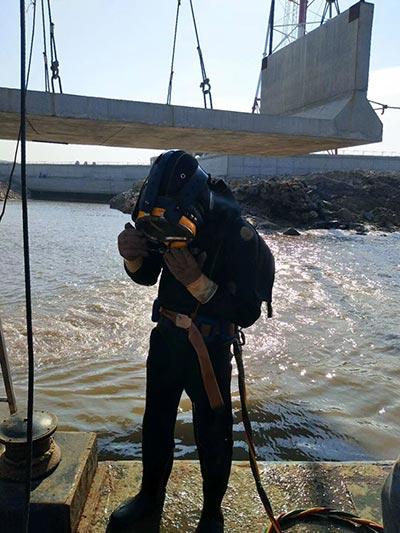 安庆水下安装公司-潜水员带水安装