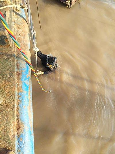 临沂市潜水员打捞公司按时到达现场