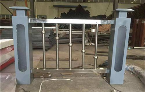 东营不锈钢复合管护栏立柱喷塑操作