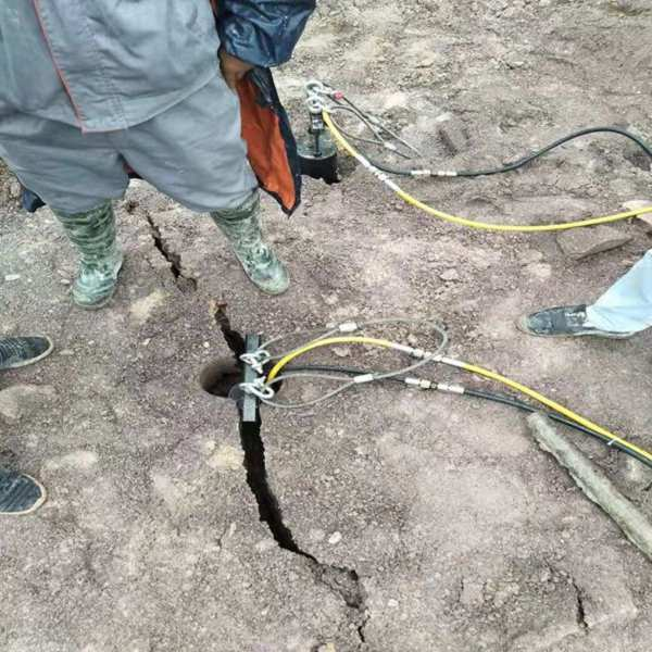 绥化花岗岩拆除挖机破不动用什么分裂