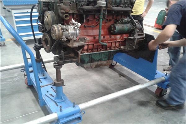 由于液压挖掘机所采用的油路流量大,压力高,主分配阀阀杆的推动力较大图片