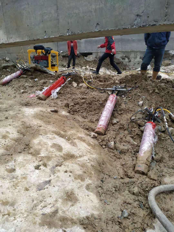 漳州岩石劈裂棒液压分石机矿山开采挖地基破石头