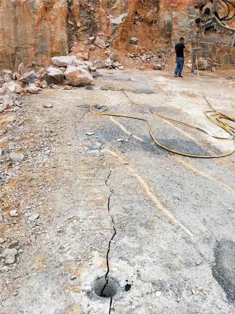 西藏劈裂器分裂机开山劈石
