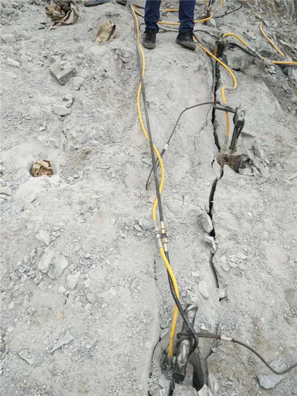 西藏隧道开采矿石破碎机