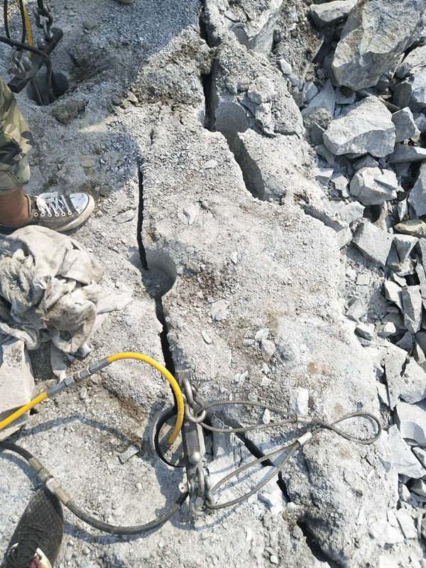 海南挖山破裂石头机械设备