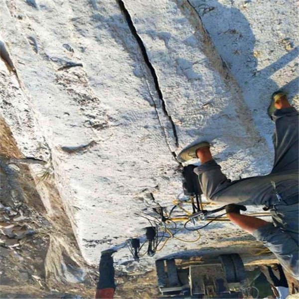 西宁供应基坑石头挖掘破除柴动劈裂机