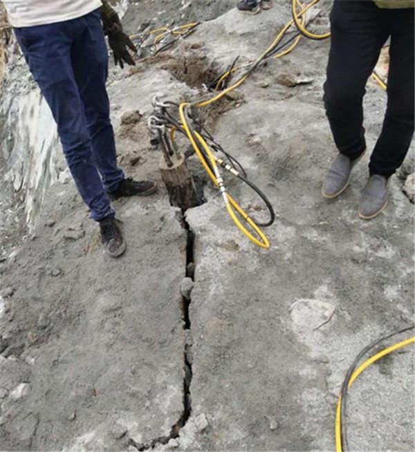 安庆供应基坑基槽开挖基坑石头破除劈裂机
