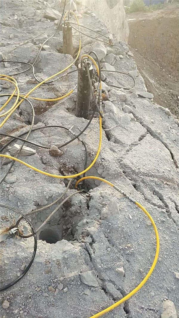 安庆免  破拆开山石怎样破碎石头撑石机
