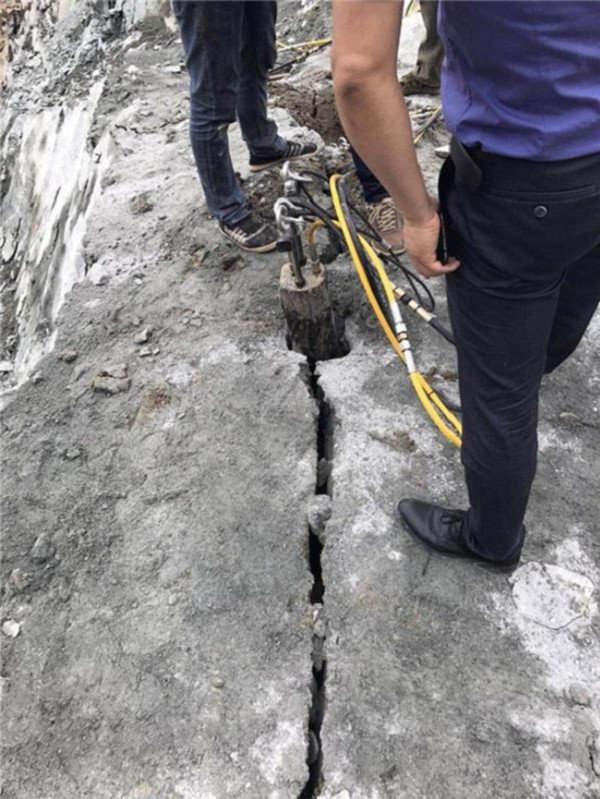 宁德矿山岩石分解劈裂器分裂机保养