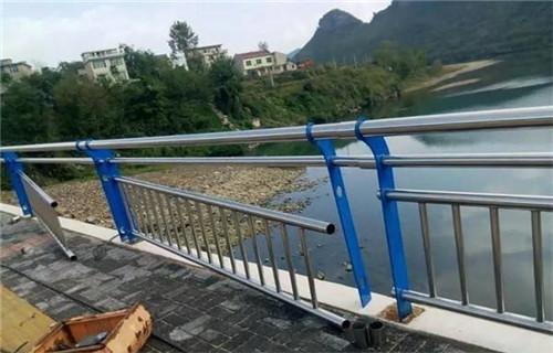 安康不锈钢/碳素钢复合管护栏-聊城亮洁不锈钢