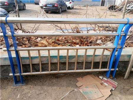西藏桥梁护栏钢板立柱设备精良
