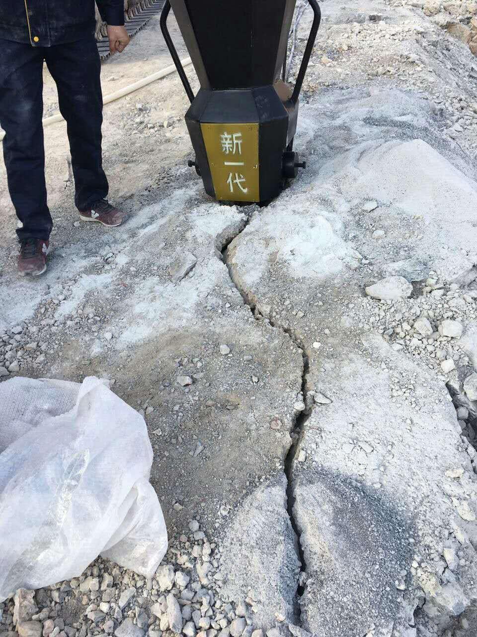 廊坊公路边坡岩石太硬静态破裂劈裂机