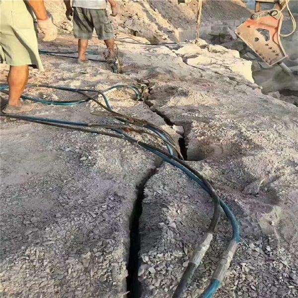 河南地基开挖碰到硬石头快速清除破石机