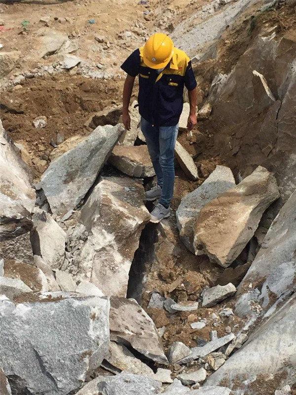 西藏钩机打不动的硬岩石如何破裂可来厂考察