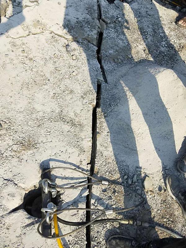 開挖遇到石頭用劈裂機五河