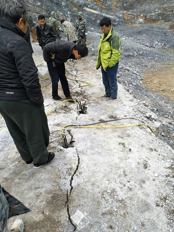 城市建设用劈裂机代替钩机采石头涵江