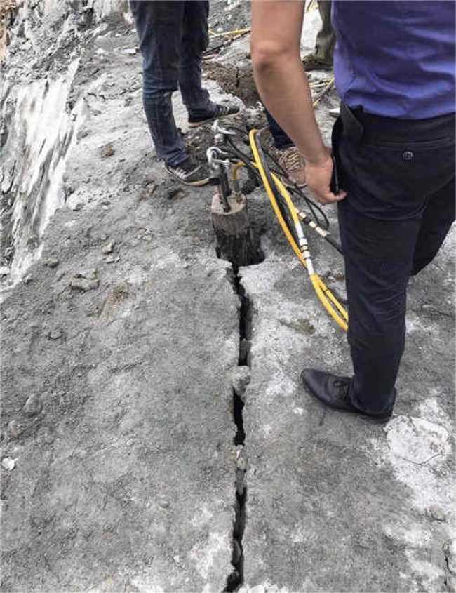 岩石山开采花岗岩石块的机器漳州厂家